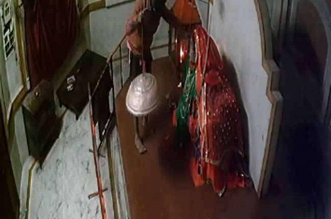 छत्तीसगढ़ : चोरी हुआ रात चंडी माता मंदिर से माता का चांदी का छत्र और जेवर
