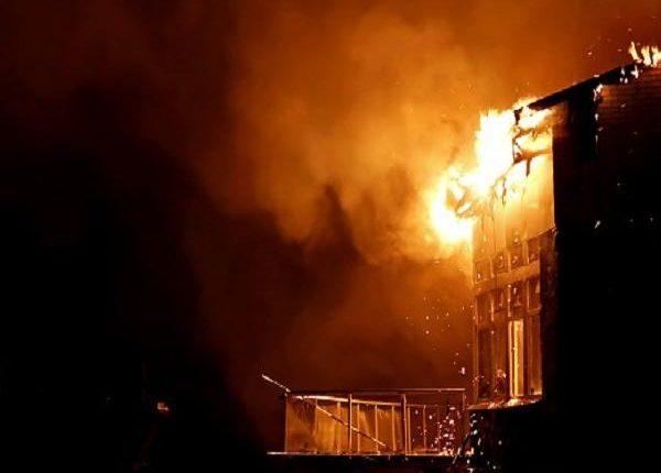 मुंबई : 18 मंजिला इमारत में लगी आग, बुजुर्ग महिला की हुई मौत