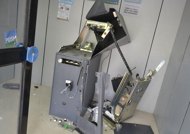 चोरों ने ड्रिल और वेल्डिंग मशीन से तोड़ा एटीएम