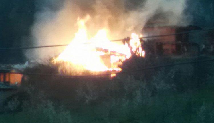 कुल्लू हिमाचल प्रदेश:बंजार के नजदीक छामणी गांव में लगी आग
