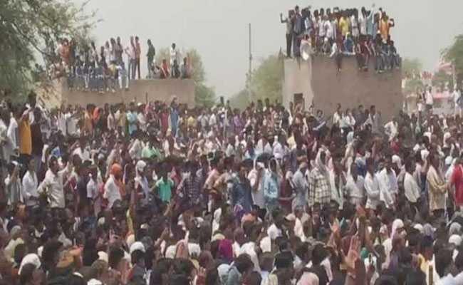नागौर में पुलिस से भिड़े आनंदपाल के समर्थक, कर्फ्यू लागू, इंटरनेट बंद