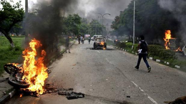 डेरा के 1000 प्रदर्शनकारी हिरासत में, हिंसा-आगजनी में 26 की मौत, 200 घायल