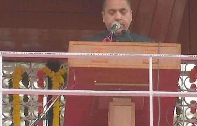 जयराम ठाकुर बने हिमाचल के 14वें CM, 2 मंत्रियों ने ली संस्कृत में शपथ