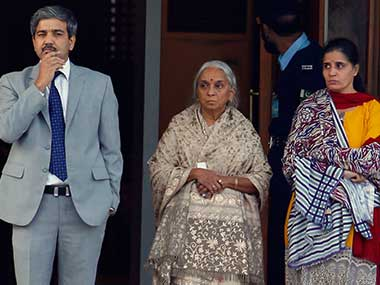 जाधव की मां-पत्नी से बदसलूकी पर भड़का दहाड़ा भारत, पूँछ क्यों उतरवाई बिंदी और मंगलसूत्र