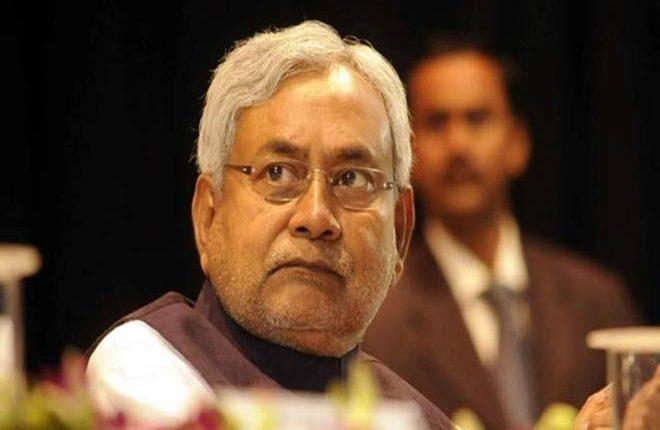 बिहार: बक्सर में मुख्यमंत्री नितीश कुमार पर हमला, बाल-बाल बचे मुख्यमंत्री
