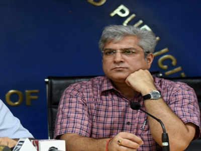 दिल्ली: केजरीवाल सरकार के मंत्री कैलाश गहलोत से जुड़े 16 ठिकानों ठिकानों पर पड़े IT के छापे।