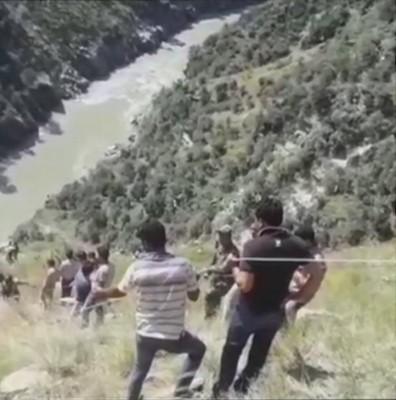 जम्मू एवं कश्मीर : किश्तवाड़ में बस दुर्घटनाग्रस्त, 11 की मौत।