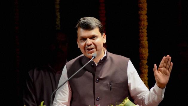 देवेंद्र फडणवीस ने महाराष्ट्र में भाजपा सरकार बनने के दिए साफ संकेत।