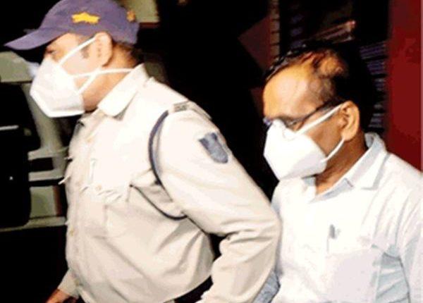 मध्य प्रदेश: IAS अधिकारी गिरफ्तार, प्रमोशन के लिए कोर्ट के फर्जी दस्तावेज के इस्तेमाल का आरोप ।