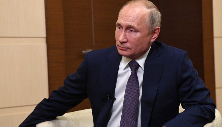 व्लादिमीर पुतिन ने अमेरिका के विषय में कहा वैध तरीक़े से बने राष्ट्रपति तभी करेंगे स्वीकार।
