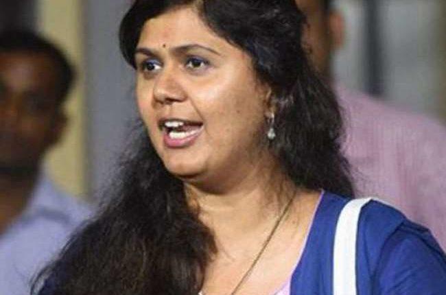 महाराष्ट्र: पंकजा मुंडे को मना लिया बीजेपी ने।