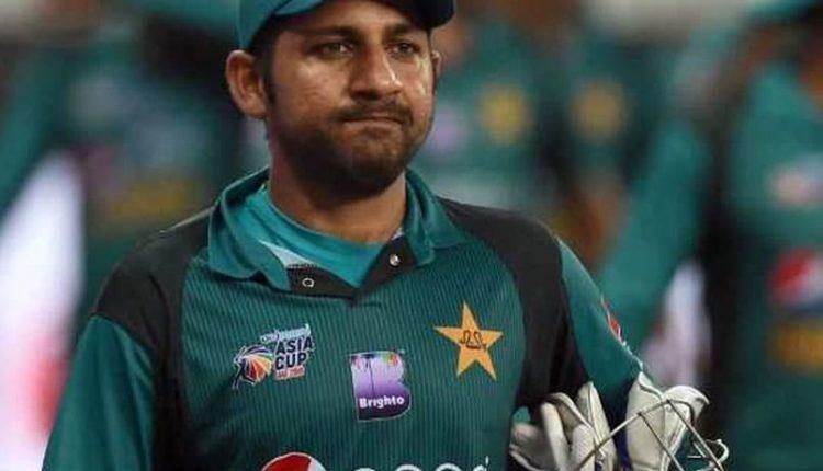 पाक टीम में पड़ी फूट, सरफराज अहमद ने कहा- इमाद को कप्तानी चाहिए।