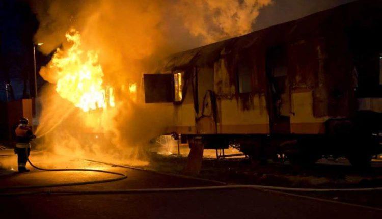 पाकिस्तान : ट्रेन में सिलिंडर फटा, हुई 62 लोगों की मौत, ट्रेन में नाश्ता बना रहा था यात्री।