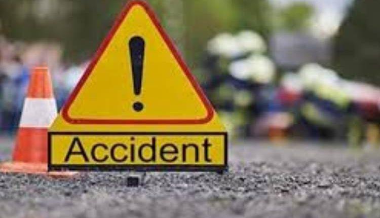 बहराइच में मैजिक-ट्रक की भीषण टक्कर, 6 लोगों की मौत, 10 घायल