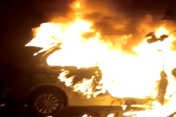 गुरुग्राम में कार में आग, ज़िंदा जल गया प्रापर्टी डीलर।