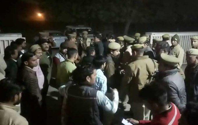 फिरोजाबाद में रेप पीड़िता के पिता की हत्या का मामला – दो SHO सहित तीन पुलिसकर्मी हुए निलंबित।