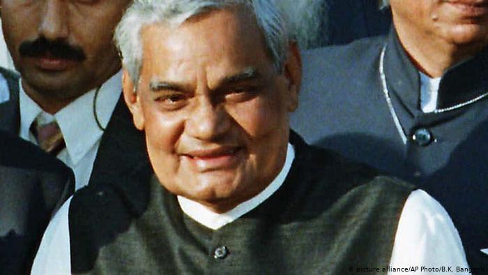 पूर्व प्रधानमंत्री अटल बिहारी वाजपेयी की पहली पुण्यतिथि पर प्रधानमंत्री ने दी श्रद्धांजलि ।