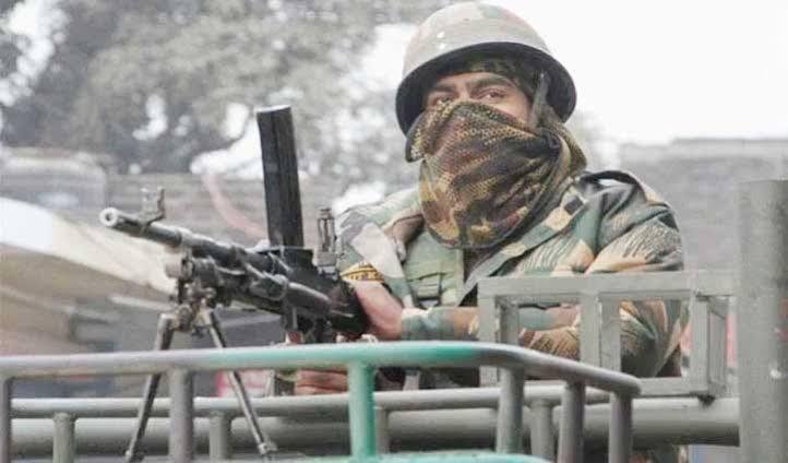 J&K : हंदवाड़ा में सुरक्षाबलों ने लिया सीआरपीएफ जवानों की शहादत का बदला, 2 आतंकी ढेर