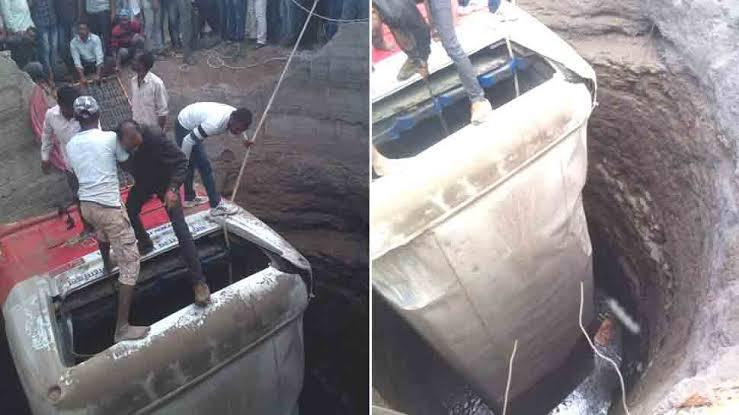 दर्दनाक हादसा: कुएं में गिरी रोडवेज बस, 20 लोगों की मौत, 30 घायल!