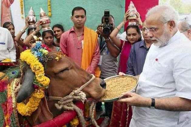विरोधियों पर मोदी की चुटकी- गाय और ॐ सुनते ही कुछ लोगों को करंट लग जाता है