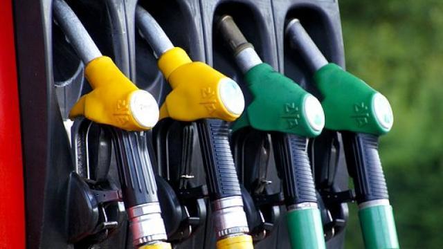 पेट्रोल-डीजल की कीमतों में हुई अच्छी खासी कटौती, मुंबई में एक लीटर पेट्रोल की कीमत 21 पैसे हुई कम