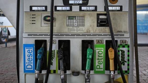 सस्ता हुआ पेट्रोल, डीजल के भाव, जानें आज के दाम
