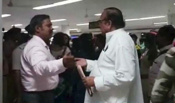 असम NRC: एयरपोर्ट पर हिरासत में लिए गए ममता के 8 नेता