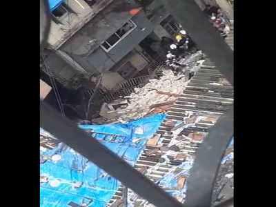 मुंबई-डोंगरी : 4 मंजिला इमारत गिरी, 40 के दबने की आशंका।
