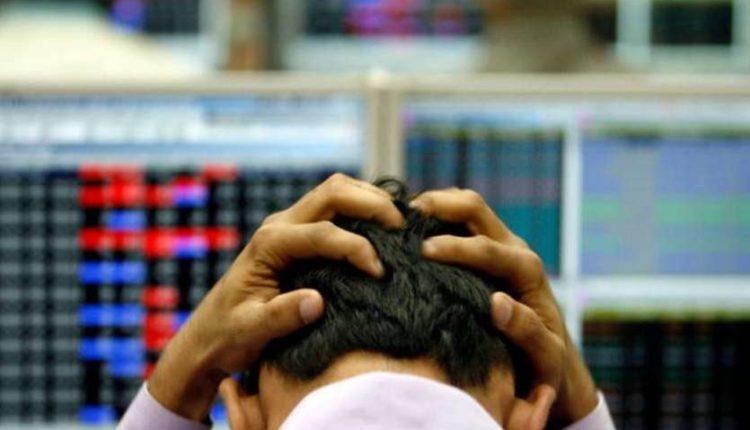 1000 अंक गिरा सेन्सेक्स, शेयर बाजार में छाया कोहराम, निवेशकों ने 5 मिनट में खोए 4 लाख करोड़ रुपये