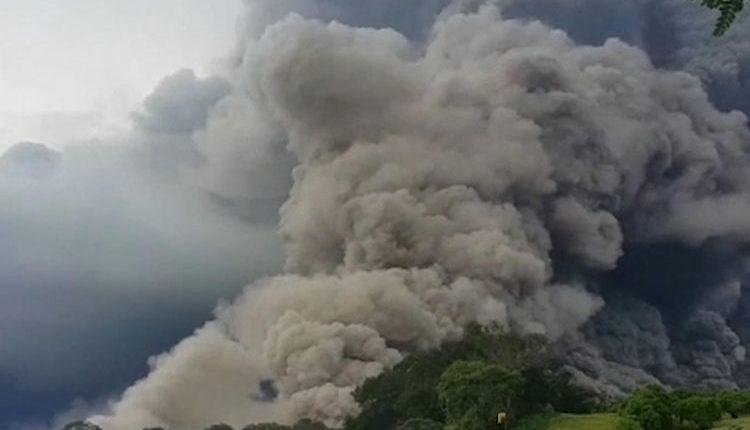 ग्वाटेमाला में ज्वालामुखी का क़हर, ज़िंदा जलने से 65 लोगों की मौत