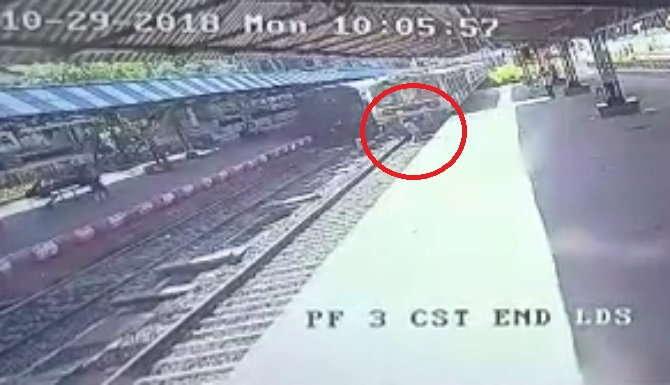 मुंबई : रेलवे स्टेशन पर खड़े शख्स ने ट्रेन के आगे कूद कर दी जान