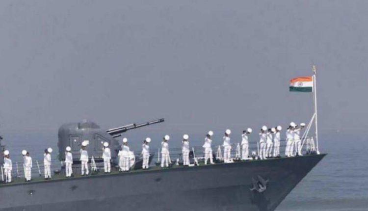 नौसेना दिवस: प्रधानमंत्री समेत कई नेताओं ने दी बधाई ।