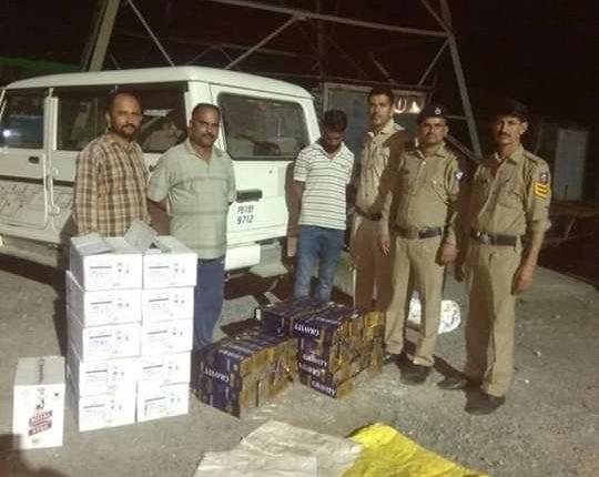 हिमाचल: पुलिस की बड़ी कार्रवाई, पांवटा साहिब के खोदरी माजरी से भारी मात्रा में पकड़ी अंग्रेजी व देसी शराब।