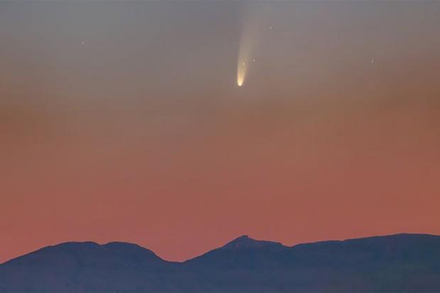 कल से 20 दिनों तक रोज अंतरिक्ष में दिखेगा 6800 सालों में आने वाला नियोवाइज धूमकेतु।