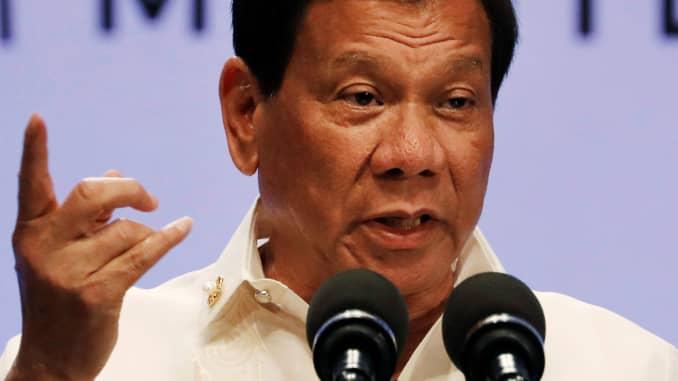 फिलीपींस के राष्ट्रपति ने अपनी सेनाओं से चीन से युद्ध के लिए तैनात किया ।