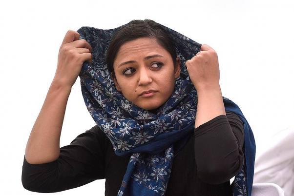 शेहला रशीद पर उनके पिता ने लगाया देश विरोधी गतिविधियां करने का आरोप।