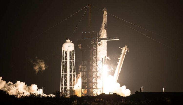 SpaceX की बड़ी उपलब्धि : एक साल में तीसरी बार इंटरनैशनल स्पेस स्टेशन भेजे चार ऐस्ट्रोनॉट ।
