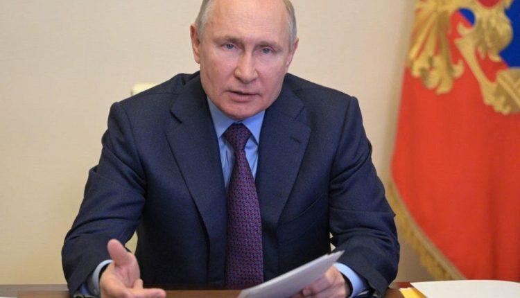 रूस में अब सोशल मीडिया कंपनियों को दफ्तर खोलना होने वाला है आवश्यक ।