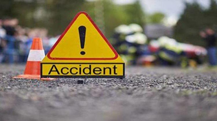 छत्तीसगढ़: ट्रक से एसयूवी कार की भिड़ंत, एक ही परिवार के 10 लोगों की मौत।