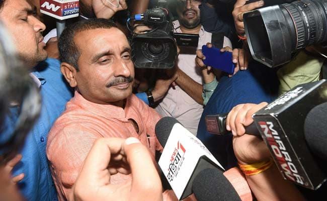 उन्नाव रेप पीड़िता सड़क हादसा : विधायक कुलदीप सिंह सेंगर के खिलाफ एफआईआर दर्ज।