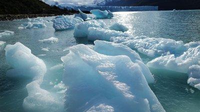 सिकुड़ते ग्लेशियर : आने वाले वर्षों में स्थिति और गम्भीर होने की आशंका ।