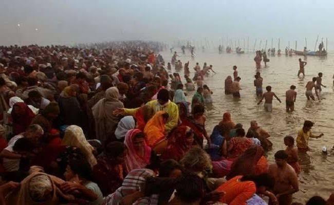 """""""मकर संक्रांति"""" पर गंगा सागर में लाखों श्रद्धालुओं ने लगाई आस्था की डुबकी!"""