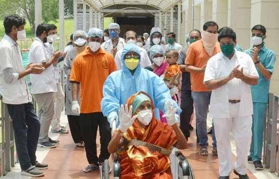 देश में कोरोना मरीज़ों के संख्या में आई गिरावट।