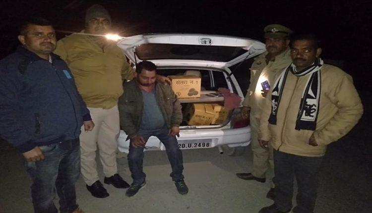 हिमाचल : पुरुवाला पुलिस ने नाके के दौरान पकड़ी 48 बोतल अवैध देसी शराब।