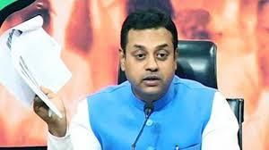लॉकडाउन  के बीच में भाजपा के राष्ट्रीय प्रवक्ता संबित पात्रा के खिलाफ आईटी और आईपीसी की धाराओं के  तहत एफआईआर दर्ज कराई गई।