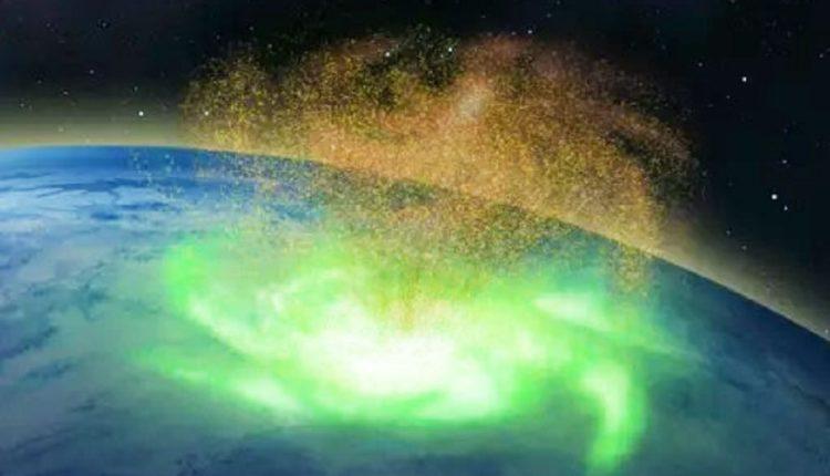 उत्तरी ध्रुव के ऊपर में अंतरिक्ष में दिख रहा प्लाज्मा का जोरदार तूफान।