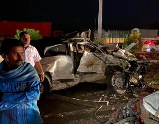 दर्दनाक हादसा: कर्नाटक में 2 कारों के बीच टक्कर में 13 लोगों की मौत!