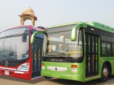 दिल्ली एयरपोर्ट पर ड्राइवरों ने लगाई बसों की रेस, टक्कर से कई यात्री घायल।